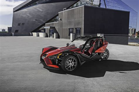 Polaris Slingshot gets SLR trim and new roof shade for 2017