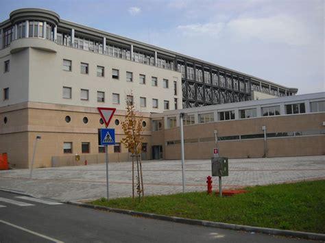 ufficio postale dolo pestato a sangue per un parcheggio paura all ospedale di dolo