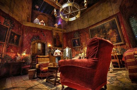 gryffindor common room gryffindor harry potter amino