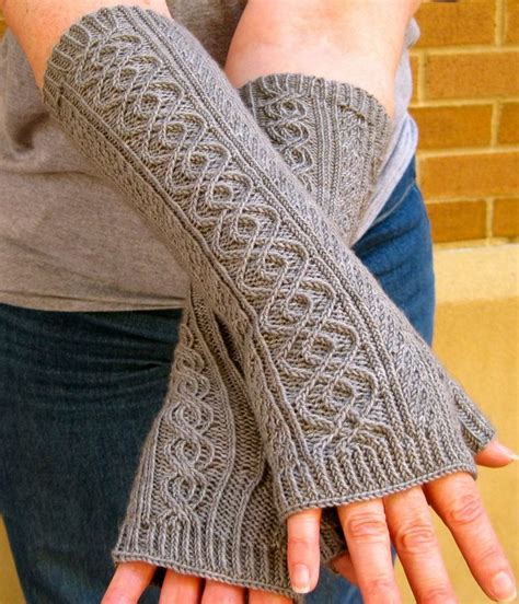 fingerless gloves knitting pattern best 25 fingerless gloves knitted ideas on