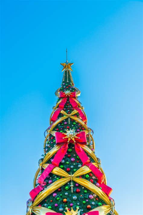 arbol de navidad azul 193 rbol de navidad con lazos grandes en un fondo azul en