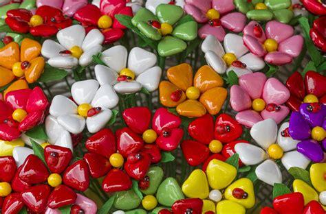 fiori di confetti sulmona i confetti di sulmona la tua italia