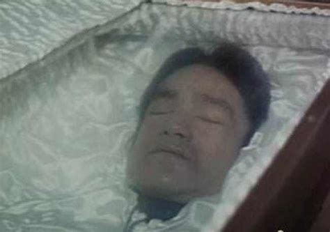 celebrities death pictures in casket 15 photographs of celebrities who had open casket funerals