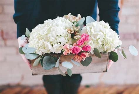 Low Cost Wedding Flowers by 11 Tips To An Inexpensive Wedding Day Roaming Hunger