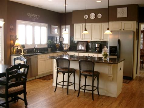 White Kitchen Cabinets With Brown Walls The Walls Are Benjamin Rockies Brown The Cabinets Are Benjamin Linen Sand And