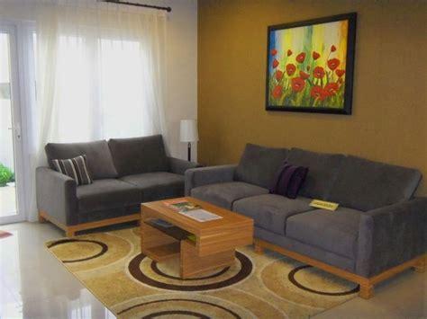 Kursi Ruang Keluarga Duplak Polos mengatur ruang tamu rumah minimalis agar lebih indah