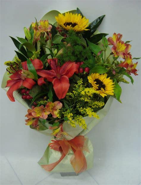 mazzo di fiori colorato al giardino di e lara