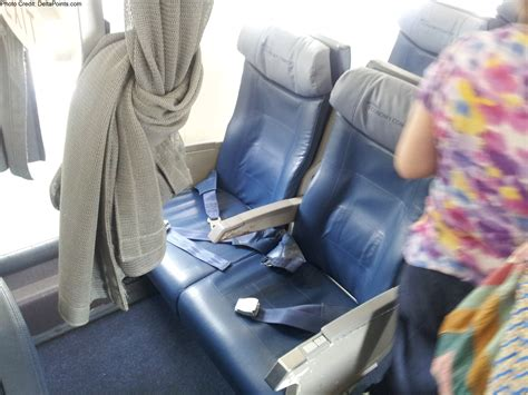 delta crj 900 economy comfort delta economy comfort seats crj 900 and a trip report part