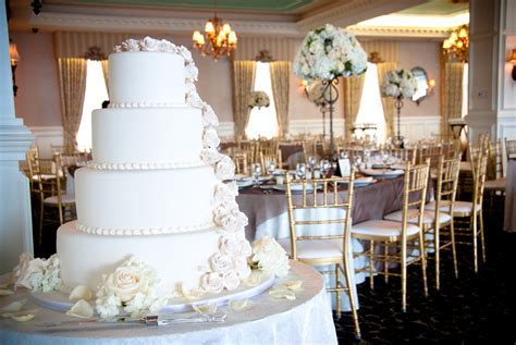 White on White Wedding Decor ? All the Best Blog