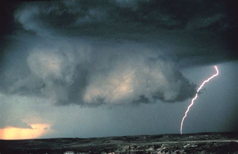 Is It Dangerous To Shower During A Thunderstorm by The Characteristics Of A Severe Thunderstorm