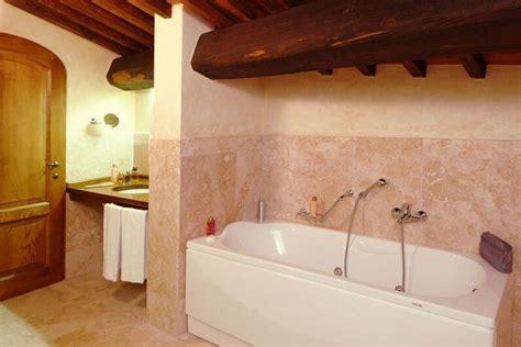 hotel romantico con vasca idromassaggio in hotel toscani con vasca idromassaggio in 7