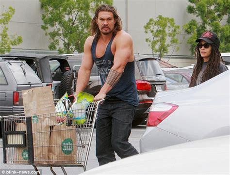 jason momoa flexes his bulging biceps on a grocery run