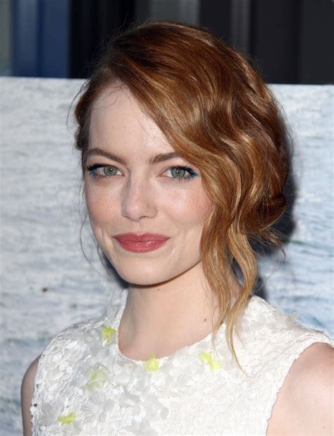 emma stones hair stylist tells us how to get her effed holiday hair inspiration from emma stone snob essentials