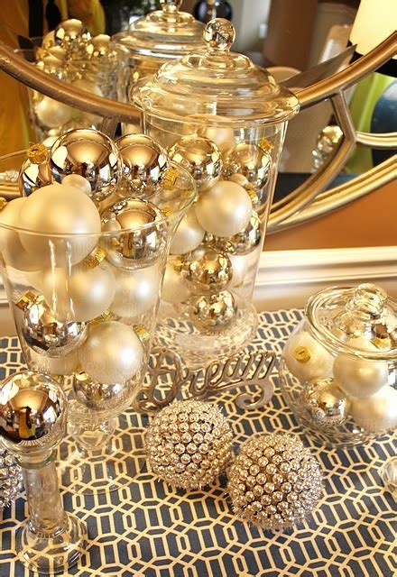 44 xmas center pieces 44 refined gold and white d 233 cor ideas digsdigs
