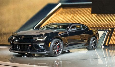 autos camaro 2017 chevrolet camaro 1le revealed with v 6 and v 8