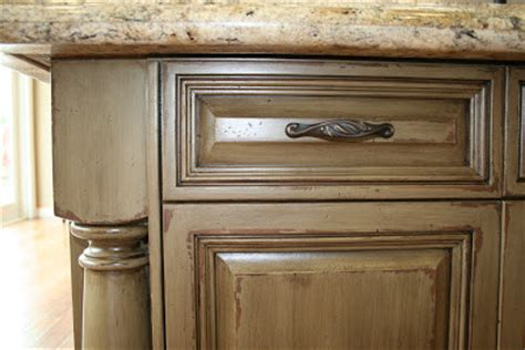 kitchen cabinets with glaze finishes stormer decorative finishes quot chipped paint quot cabinet finish