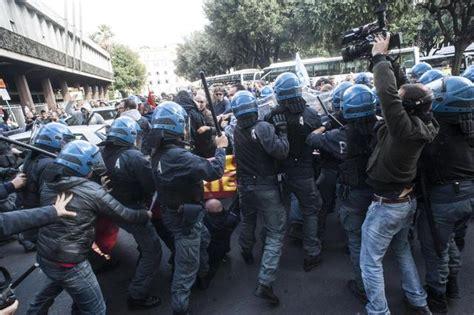 consolato tedesco bologna ast alta tensione e scontri tra agenti o operai a roma