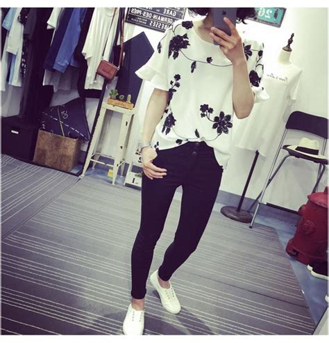Dress Motif Bunga Warna Hitam blouse wanita motif bunga putih hitam myrosefashion