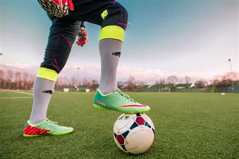 kicker fuball almanach 2018 mit gratis foto fotboll idrott fotbollsspelare gratis bild p 229 pixabay 1274662