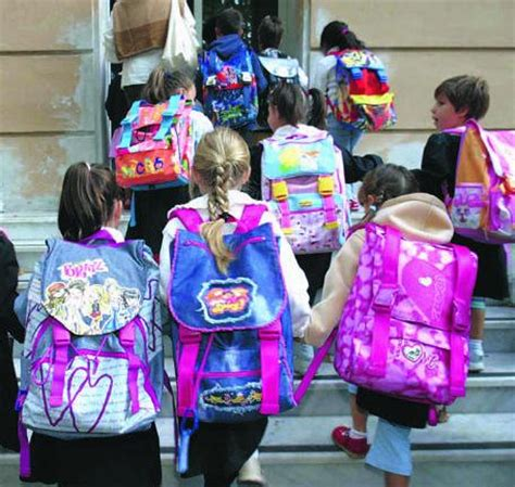 sui banchi di scuola nonni e nipoti sui banchi di scuola