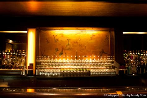 Top 10 Bars Nyc by Top 10 Bars In Nyc Where A Drink Is Served With A Of