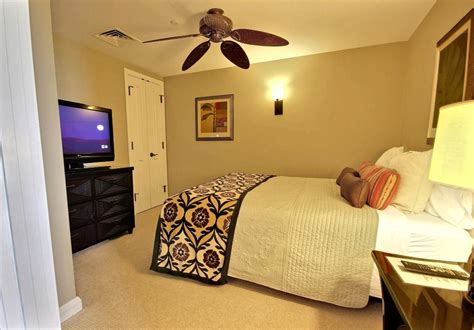 what size tv for a bedroom pictures kbm hawaii