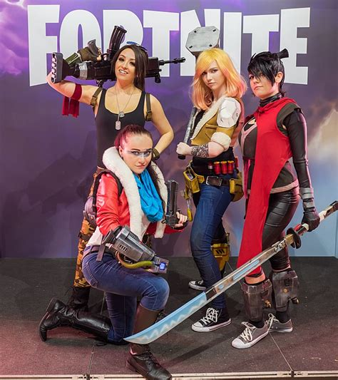fortnite who made it file fortnite cosplayers at gamescom 2017 2 jpg
