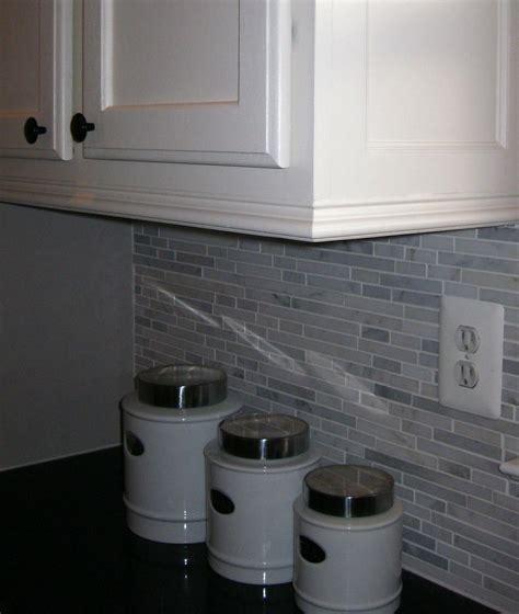 kitchen crown molding ideas best 25 kitchen molding ideas on pinterest
