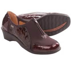 softspots sparks shoes patent leather for women in dark brown croco patent