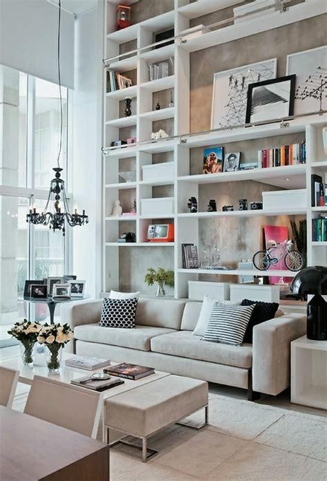 hohe wand dekorieren stauraum ideen im wohnzimmer 30 pfiffige einrichtungen