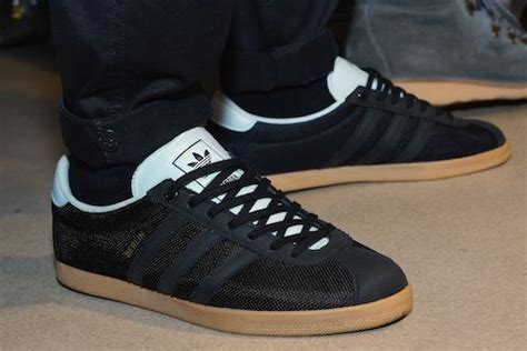 Sepatu Christian Summer D33 1 a spezial colour combo black black with white tongue and ankle trim adidas originals