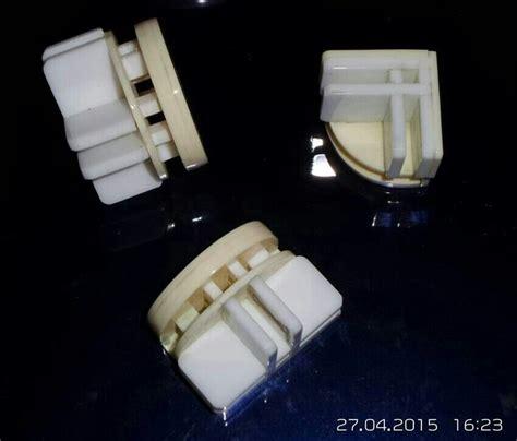 Tatakan Laser 3 Cm Untuk Meja Kaca joint sambungan untuk rak kaca galeri laser