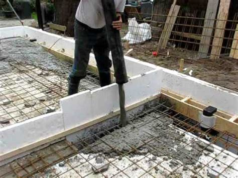 beton laten storten voor tuinhuis leggen van fundering en vloer uitbouw 1 youtube