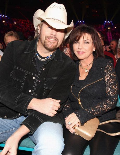 toby keith and wife 135006413 musician toby keith and wife tricia covel