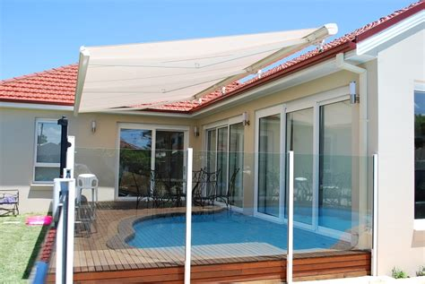 Retracable Awnings by Folding Arm Awnings Retractable Blinds And Awnings