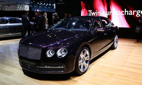 new bentley flying spur north american debut for new bentley flying spur