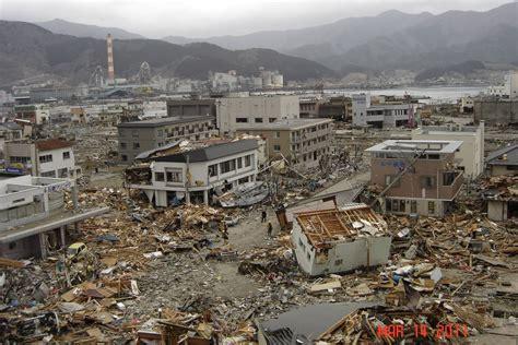 earthquake antonym natural disaster earthquake woman sex