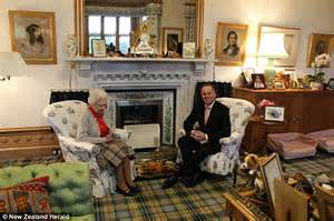 Sitting Room Carpets - queen elizabeth in her balmoral living room with new zealand prime minister john key daily