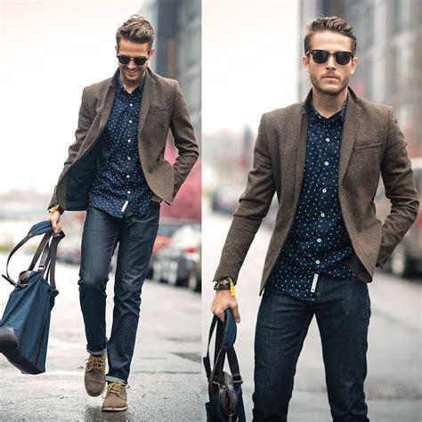 de moda blazer azul marino camisa de vestir blanca pantalon de adam gallagher shirt sunnies similar here gt bag