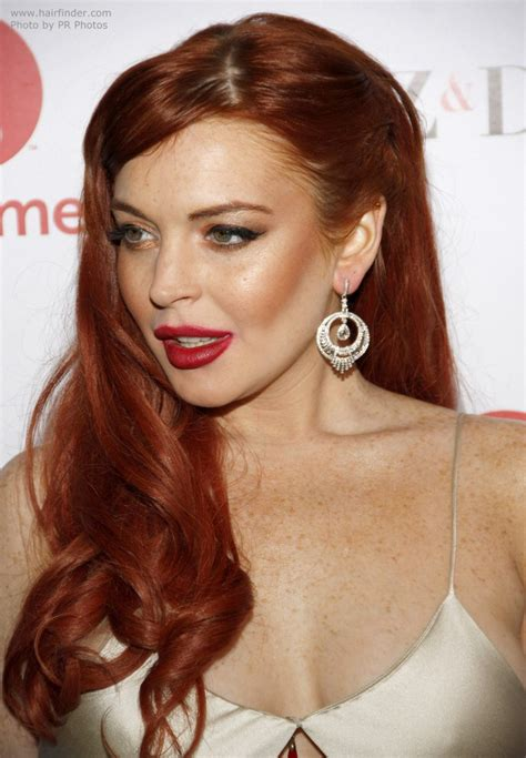 lindsay lowhans very short haircut lindsay lohan long vintage inspired hairstyle with curls