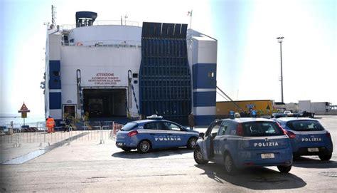 ufficio immigrazione cosenza cosenza v 236 ola l obbligo di espulsione arrestato albanese