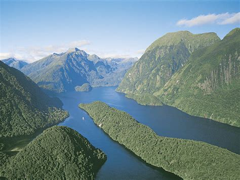 doubtful sound boat trip doubtful sound small boat cruises day trip real journeys
