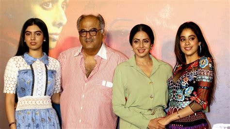seri film young mother khushi and jhanvi kapoor accompany mom sridevi see pics