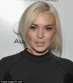 lindsay lohan with medium ash blonde hair very long and curly source hairstyles7 net lindsay lohan blonde hair google search hair inspo