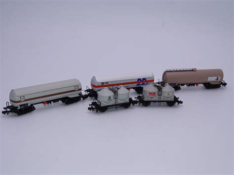 arnold n 4702 4704 4373 4631 4498 freight carriage 3x bogie tank wagons and 2x silo wagons