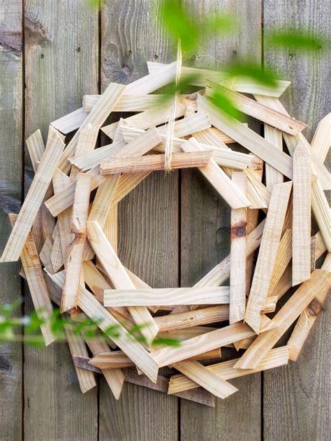 10 diy christmas wreaths hgtv diy christmas door decorations hgtv