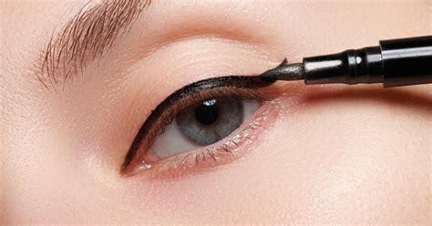 Eyeshadow Cair eyeliner pensil dan cair manakah yang harus kamu gunakan