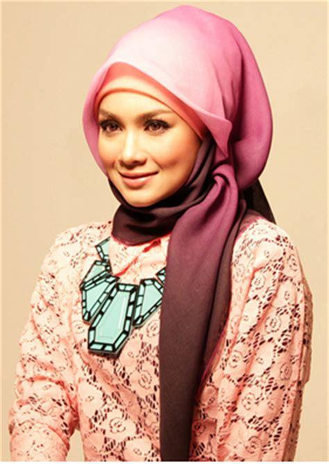 Model Kerudung Persegi tips for hijabers menyesuaikan dengan bentuk wajah