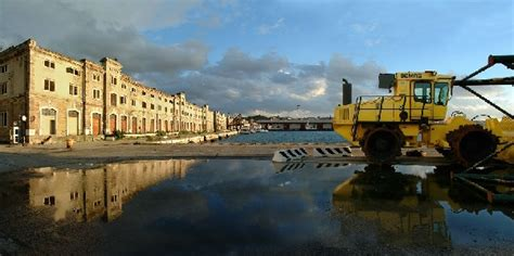 porto vecchio trieste porti trieste de eccher 2012 prime gru in portovecchio
