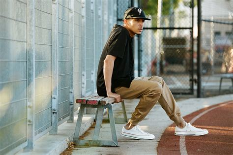 Joger Pant Katun Cowok how to dress up men s joggers the idle